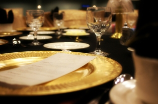 fancy-dinner-setting-1328871-640x425