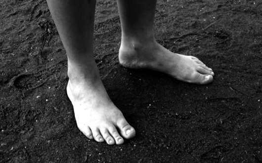 feet-1509346-639x398