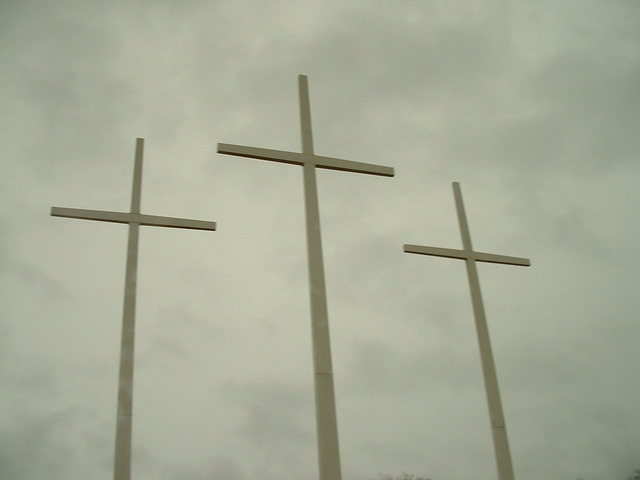 giant-crosses-1257145-640x480.jpg